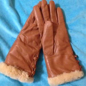 Fur-Lined Faux Leather Gloves -Excellent Condition
